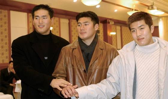 광주일고 출신 '메이저리거 삼총사' 최희섭·서재응·김병현 (왼쪽부터). 서재응이 1996년, 김병현이 1997년, 최희섭이 1998년 고등학교를 졸업했다.