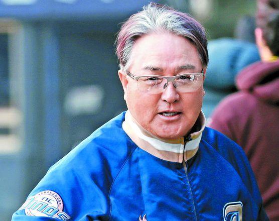 NC를 7년간 신흥강호로 이끈 김경문 감독은 한국시리즈 우승 한을 풀지 못하고 물러났다. [연합뉴스]