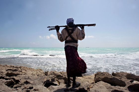 2010년 1월7일 외신이 촬영한 소말리아 해적의 모습. [소말리아 AFP=연합]