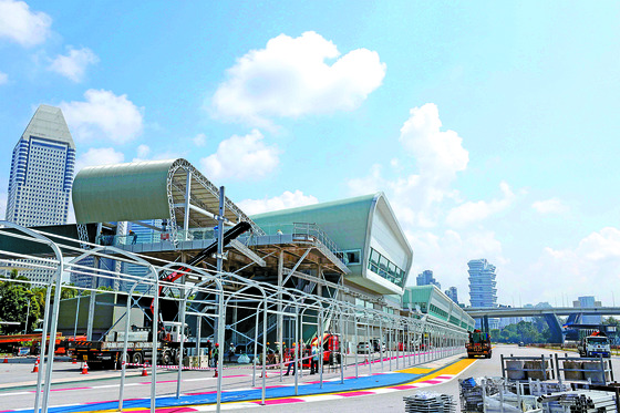북·미 정상회담 프레스센터가 마련된 싱가포르 F1 핏 빌딩 전경. 이 빌딩은 회담 개최지로 거론되는 샹그릴라 호텔과 약 4.7㎞ 떨어져 있다. [뉴시스]