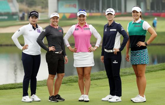지난해 10월 열린 LPGA 투어 KEB하나은행 챔피언십 미디어데이에 나섰던 최혜진-캐나다의 브룩 헨더슨-유소연-박성현-전인지(왼쪽부터). [연합뉴스]