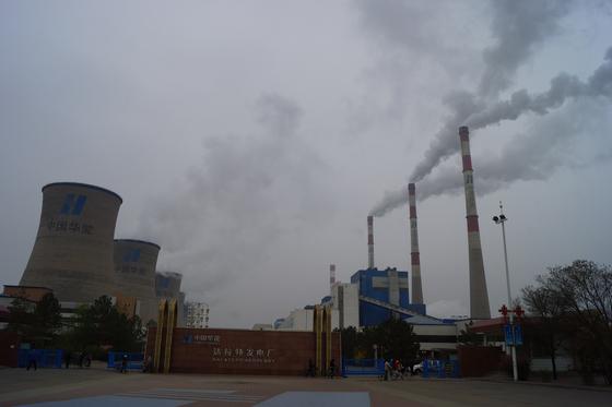 중국 네이멍구의 한 석탄화력발전소. 강찬수 기자