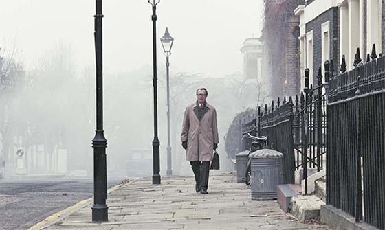 게리 올드만이 출연한 영화 '팅커 테일러 솔저 스파이'의 한 장면. 영국 첩보기관 MI6의 요원들을 주인공으로 한 작품으로 영국 아카데미 시상식에서 각색상등을 받았다. [사진 팝엔터테인먼트]