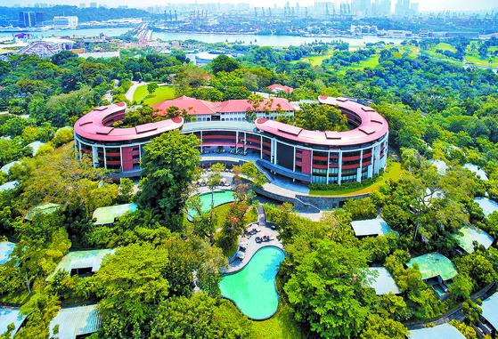 오는 12일 도널드 트럼프 미국 대통령과 김정은 북한 국무위원장의 북·미 정상회담이 열릴 싱가포르 센토사 섬의 카펠라 호텔 전경. [로이터=연합뉴스]