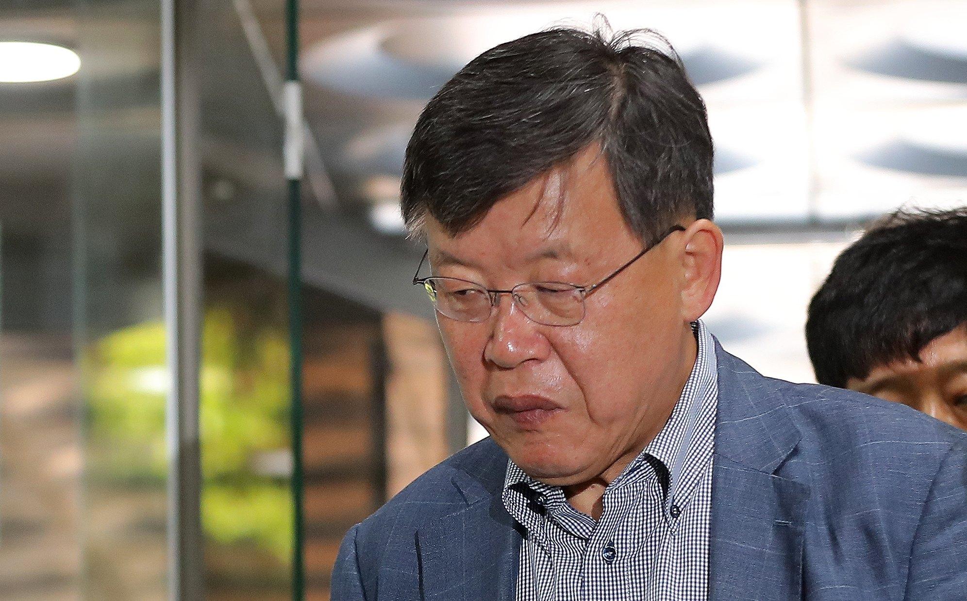 '노조와해 의혹' 활동에 관여한 혐의를 받는 박상범 전 삼성전자서비스 대표가 지난 31일 오전 서울 서초구 서울중앙지법에서 열린 영장실질심사에 출석하고 있다. [뉴스1]