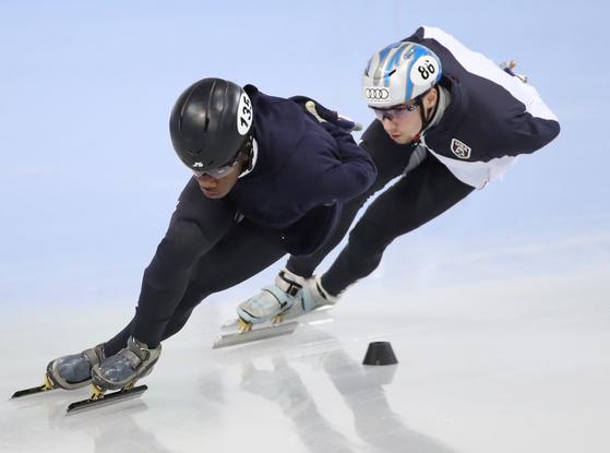 (강릉=연합뉴스) 임헌정 기자 = 미국 첫 흑인 여자 스케이팅 선수인 마메 바이니가 2일 강원도 강릉의 2018평창동계올림픽 쇼트트랙 훈련장에서 훈련하고 있다.