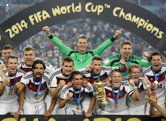 4년 전 브라질월드컵에서 우승한 직후 환호하는 독일대표팀 선수들. [AP=연합뉴스]