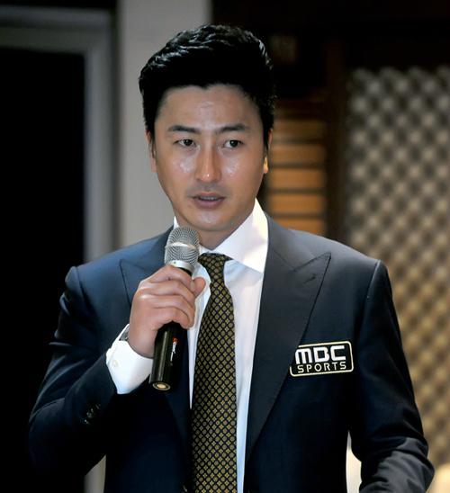 안정환 MBC 해설위원은 현역 시절의 대담한 플레이처럼 민감한 문제에 대해 거침없이 의견을 말한다. [MBC]