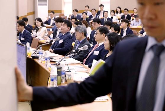 양승태 사법부 시절 재판거래 의혹 논의를 위한 전국법관대표회의가 11일 오전 경기도 고양시 사법연수원에서 열렸다. 이날 회의에는 전국 각 법원에서 선출된 119명의 법관 중 115명이 참석했다. [뉴시스]