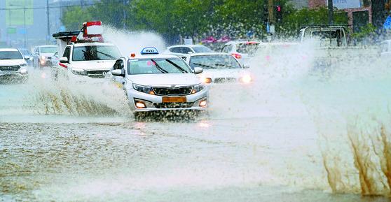 전주 쑥고개 기습 폭우로 물바다
