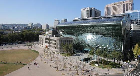 서울시 청사 모습. 서울시는 최근 시금고 은행을 104년 만에 바꿨다. [중앙포토]