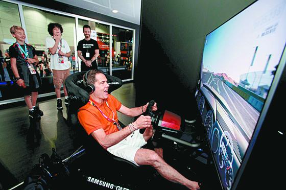 삼성 75형 QLED TV, 세계최대 게임쇼 E3에 전시. [연합뉴스]