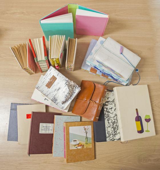 다양한 재료와 바인딩 법을 활용해 만들어진 수제본 책들. 전유민 인턴기자