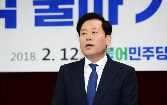 송갑석 광주 서구갑 국회의원 후보가 지난 2월 6·13지방선거 출마를 선언하고 있다. [뉴스1]
