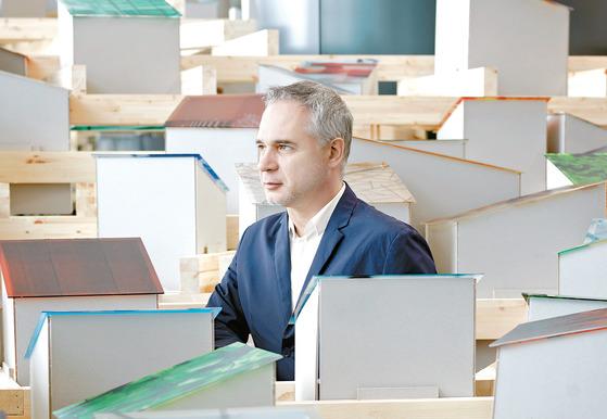 브랜딩 & 디자인 전문회사인 마크 & 샹탈의 공동대표 마크 캔시어.