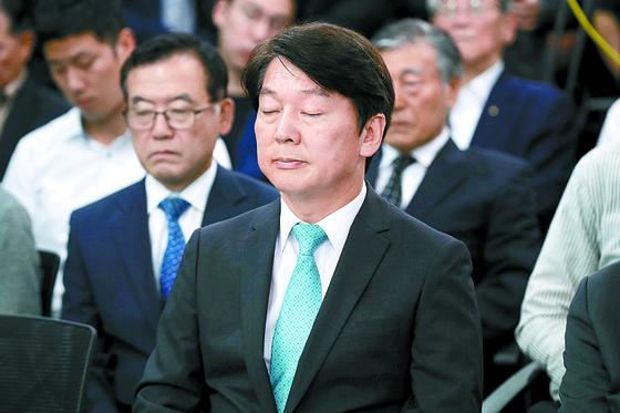 제7회 전국동시지방선거 참패에 대한 책임을 지겠다며 14일 선거 캠프 해단식에 참석한 안철수 바른미래당 서울시장 후보. [뉴스1]