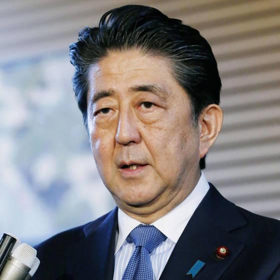 아베 신조 일본 총리가 지난 12일 북미정상회담에서 채택한 공동성명과 관련해 환영한다는 입장을 밝히고 있다. [교도=연합뉴스]
