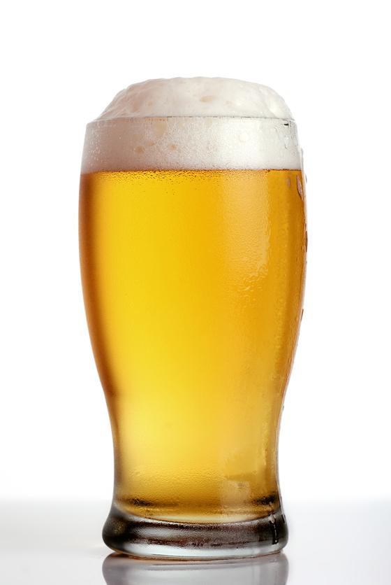 대형마트와 편의점 등에서 월드컵 응원의 열기를 더해줄 맥주를 비롯해 다양한 안주를 할인 판매한다. [중앙포토]