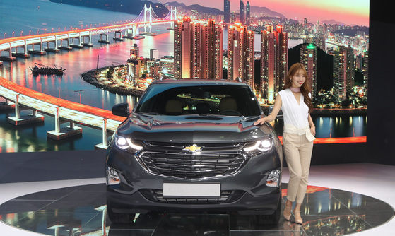 '2018 부산국제모터쇼'에 등장한 한국GM 중형 SUV '이쿼녹스'. 송봉근 기자.