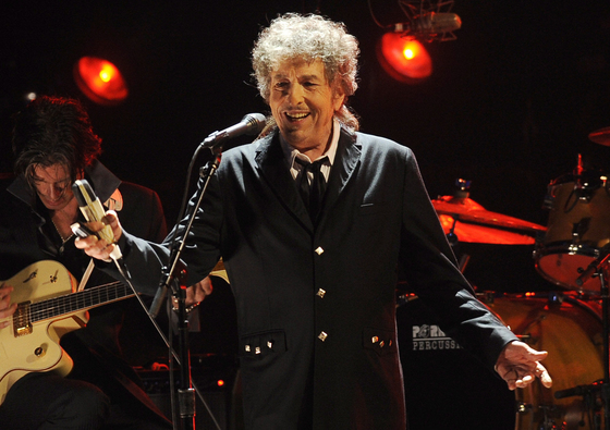 2012년 미국 LA에서 공연하고 있는 밥 딜런. [AP=연합뉴스]