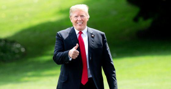 도널드 트럼프 미국 대통령의 6월 첫 주 국정운영 지지율이 45%를 기록하며 취임 직후 최고치를 회복했다. [EPA=연합뉴스]