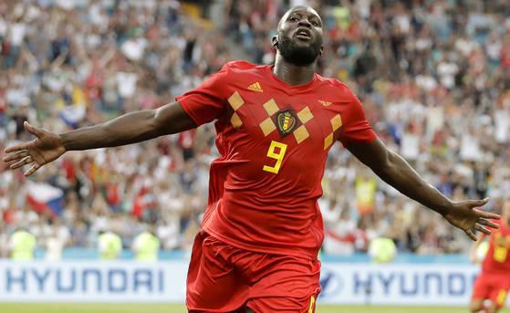 벨기에의 로멜루 루카쿠가 19일 러시아 소치 피시트 스타디움에서 열린 2018 러시아 월드컵 조별리그 G조 1차전 파나마와 경기에서 팀의 3번째 골을 넣은 뒤 환호하고 있다. [AP=연합뉴스]