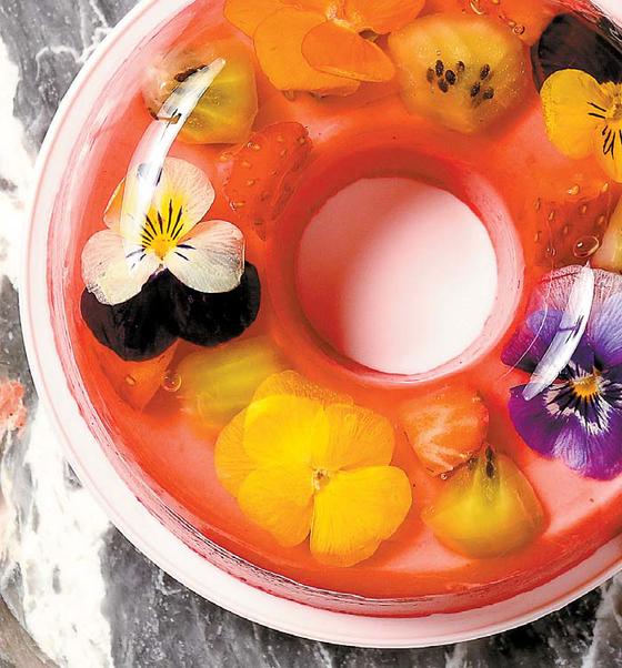 '핫비돌체'의 꽃을 넣은 바바루아. 꽃무늬 팔찌를 연상시킨다