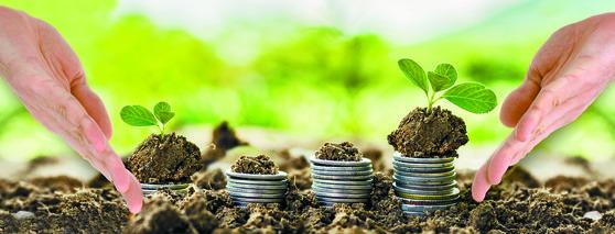 자신의 투자금액을 일정한 주기를 갖고 계속 투자해 나가는 투자 방법을 적립식 투자라 한다. 퇴직연금 적리빅 투자는 1년간의 퇴직급여를 월별, 혹은 분기별로 나누어 부담금이 투입되는 상황을 의미한다. [중앙포토]