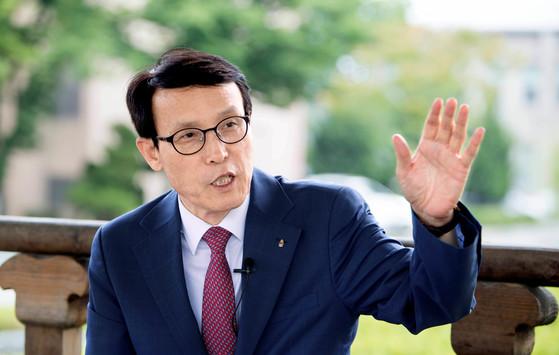 """전북대 이남호 총장은 """"세계적 수준의 연구, 모험형 인재 양성, 한국적 캠퍼스 구축으로 전북대의 인지도를 높여 나가겠다""""고 말했다. 프리랜서 오종찬"""