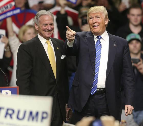 도널드 트럼프 대통령은 한반도 비핵화에 기여했다는 이유로 노르웨이 의원들에 의해 노벨상 후보로 추천됐다. [AP=연합뉴스]