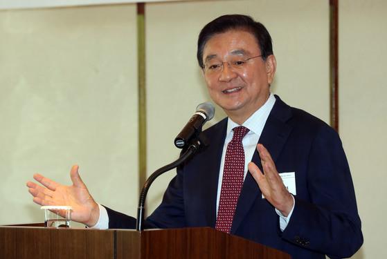 홍석현 한반도평화만들기 재단 이사장이 22일 서울 소공동 웨스틴조선호텔에서 캠코 초청 강연을 하고 있다. 강정현 기자