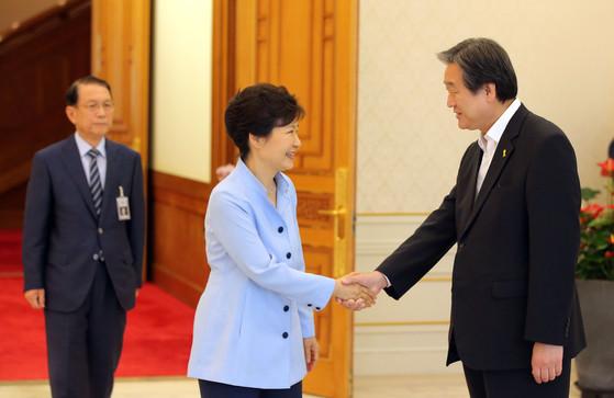 박근혜 전 대통령과 김무성 당시 새누리당 대표는 당내 공천 결정 과정에서 갈등을 빚었다. [연합뉴스]