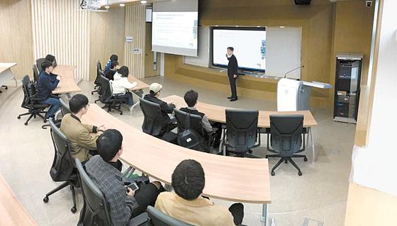 오는 9월 개원하는 부산대학교 금융대학원은 글로벌 금융 인재 육성에 필요한 커리큘럼은 물론 하드웨어와 소프트웨어를 갖췄다. [사진 부산대학교 금융대학원]