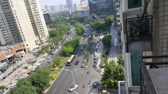 차량 전용 도로와 인도 사이에 있는 푸루 [사진 차이나랩]