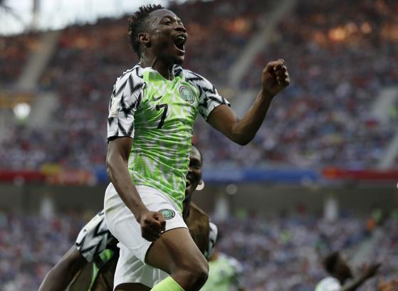 나이지리아의 아메드 무사가 결승골 득점에 성공한 뒤 기뻐하고 있다 (AP=연합뉴스)