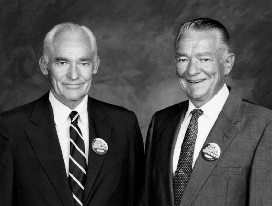 월마트 창업자 샘 월턴(왼쪽)과 그의 형 제임스 버드 월턴(오른쪽). [중앙포토]