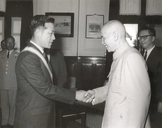 1964년 3월 김종필(JP) 공화당 의장이 대만을 방문, 장제스(蔣介石) 자유중국 총통을 만났다. [중앙포토]