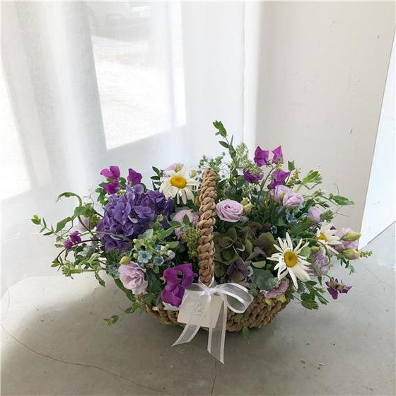 수국이 포함된 꽃바구니. [사진 류아은]