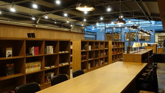장르문학 매니아들을 위한 도서관. [사진 안전가옥]