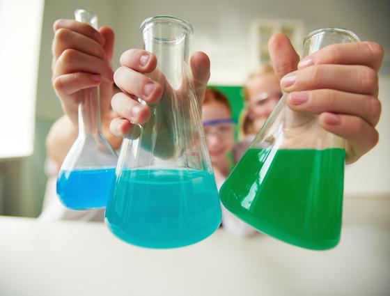 식품산업, 제약산업, 화학산업의 부산물인 합성 화학물질은 우리 몸에 독소로 쌓이고 있다. [사진 freepik]