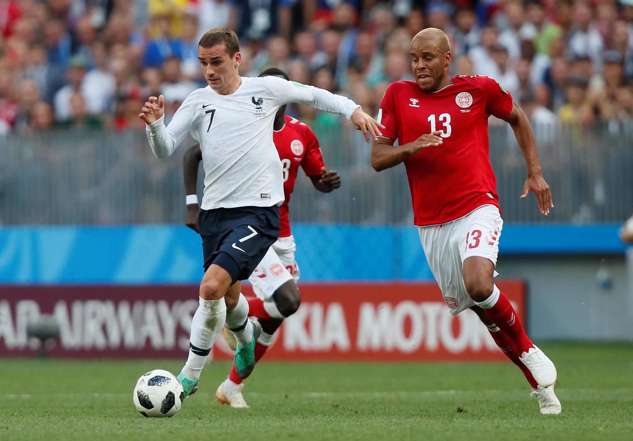 26일(한국시간) 러시아 모스크바 루즈니키 스타디움에서 열린 2018 러시아 월드컵 축구대회 C조 조별리그 3차전에서 0-0 무승부를 기록한 프랑스와 덴마크가 조 1, 2위로 16강에 진출했다. [REUTERS=연합뉴스]