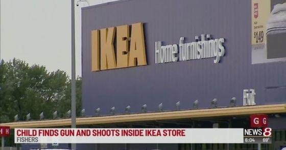 미국 인디애나 주의 한 이케아 매장에서 6살 남자아이가 실탄이 든 권총을 주워 발사하는 사고가 발생했다. [wish-tv news8 방송 갈무리]