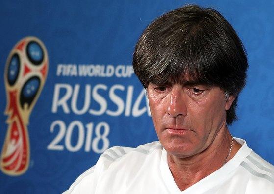 한국에 패한 뒤 기자회견에 나선 요하임 뢰브 독일 감독. [AP=연합뉴스]