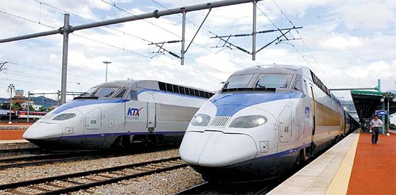 남한과 북한은 물론 중국, 러시아 모두 철도의 전력공급 방식이 다르다. [중앙포토]