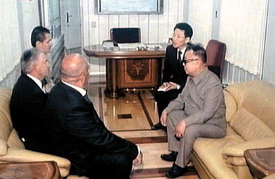 2011년 방러 당시 공개된 김정일 위원장의 특별열차 내부. [중앙포토]