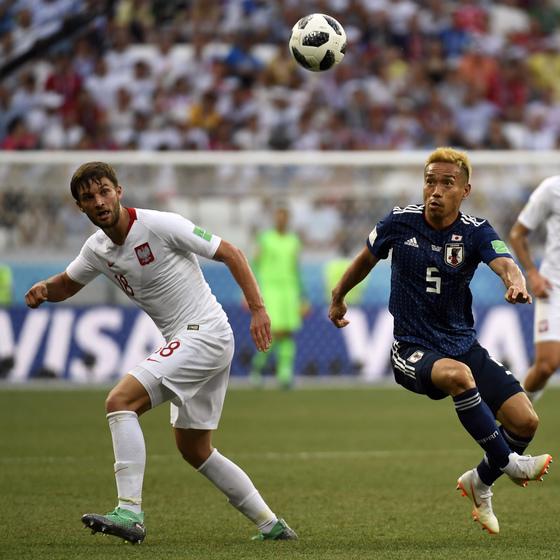 일본이 28일 오후 11시(한국시간) 러시아 볼고그라드 아레나에서 열린 2018 국제축구연맹(FIFA) 러시아월드컵 H조 조별리그 3차전에서 폴란드에 0-1로 패하고도 조 2위로 16강 진출에 성공했다. [AFP=뉴스1]