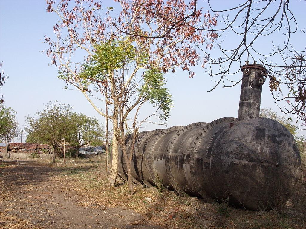 보팔 참사의 원인인 유니언 카바이드 공장의 MIC 탱크. 지하에 설치돼 있었으나 사고 후 지상으로 꺼냈다. [중앙포토]
