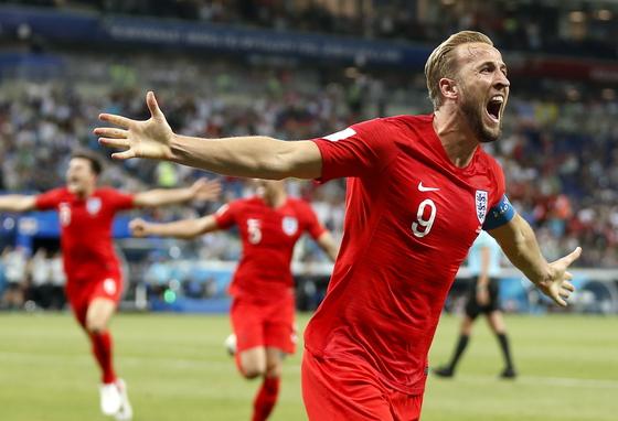 잉글랜드 프리미어리그 득점왕 출신이자 손흥민의 토트넘 팀 동료인 해리 케인은 튀니지전에서 2골을 터뜨려 잉글랜드의 2-1 승리를 이끌었다. [EPA]