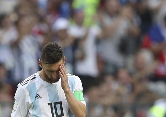 아르헨티나 공격수 리오넬 메시의 월드컵 우승 꿈이 또 다시 무산됐다. 1일 러시아 월드컵 16강에서 프랑스에 발목을 잡혔다. [AP=연합뉴스]