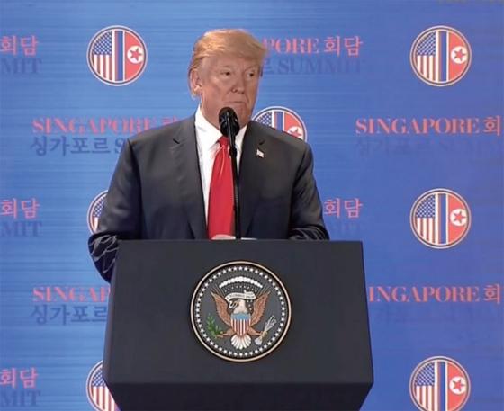 지난달 12일 싱가포르에서 열린 북미정상회담에서 기자회견을 열고 있는 트럼프 대통령